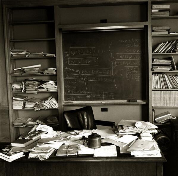 Escritorio de Einstein el día de su muerte