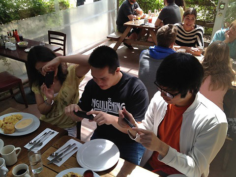 Pics-of-Asians-Taking-Pics-of-Food-2