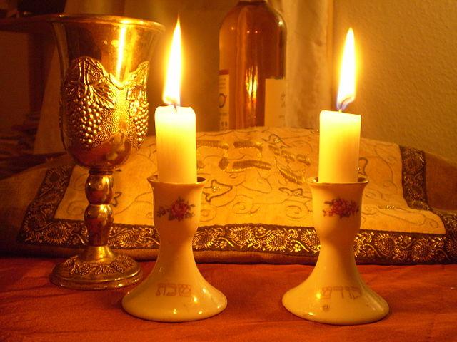 640px-Shabbat_Candles